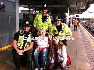 Ayudentas muy amables en la estación