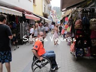 Calles llanas enteras de tiendas