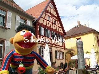Casas coloridas en un pueblo de al lado
