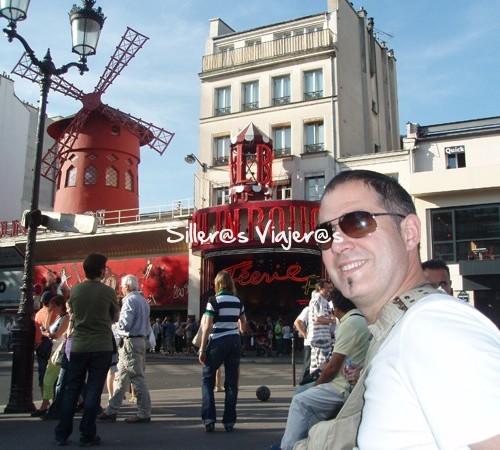 A las puertas del Mouline Rouge
