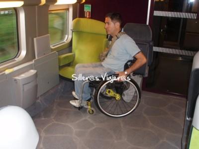 Zona reservada en el tren para sillas de ruedas