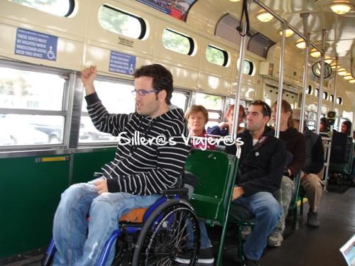 Tranvía con sitio reservado para silleros