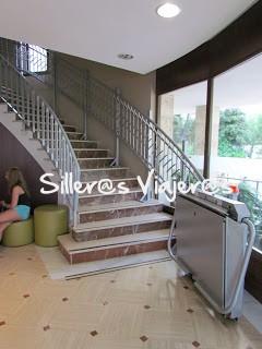 Elevador en las escaleras