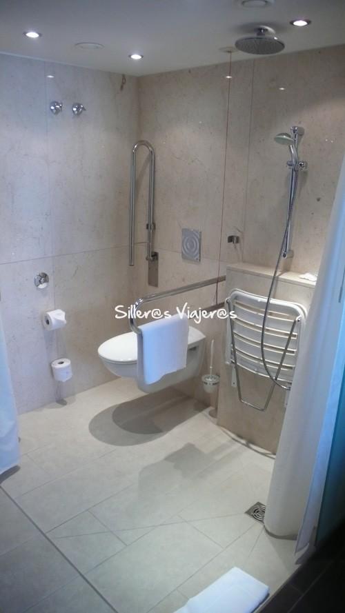 Baño adaptado en la habitación del Hotel