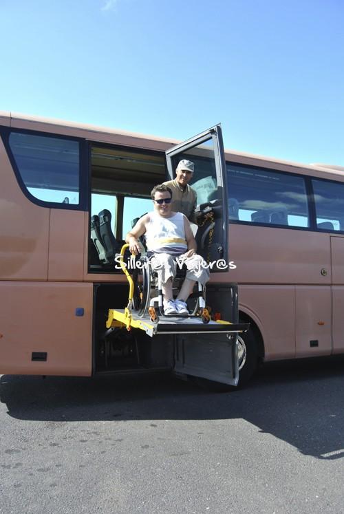 Subiendo al bus accesible