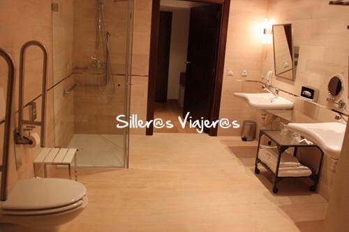 Baño accesible de habitación en Parador
