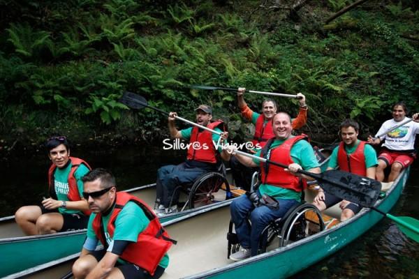 Paseo en canoas accesibles