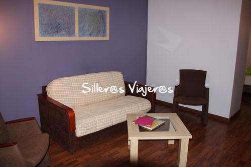 Sala de estar de habitación accesible