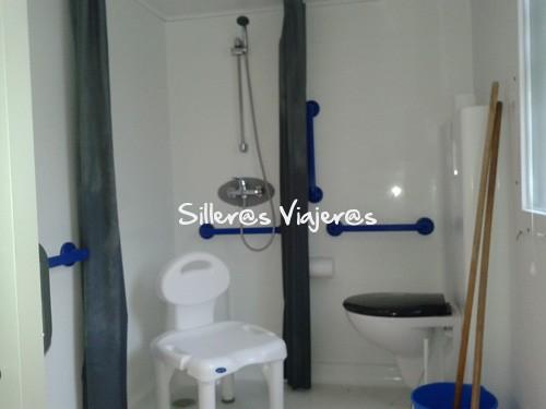 Baño accesible del mobil-home
