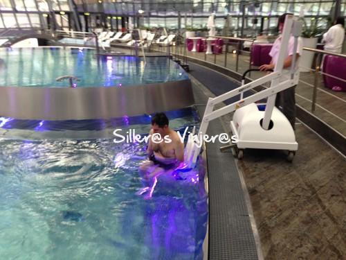Entrando en la piscina