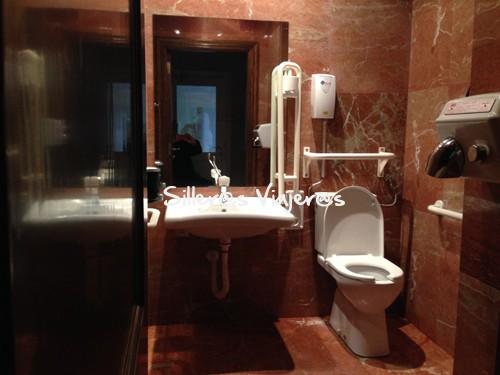 Baño adaptado del restaurante