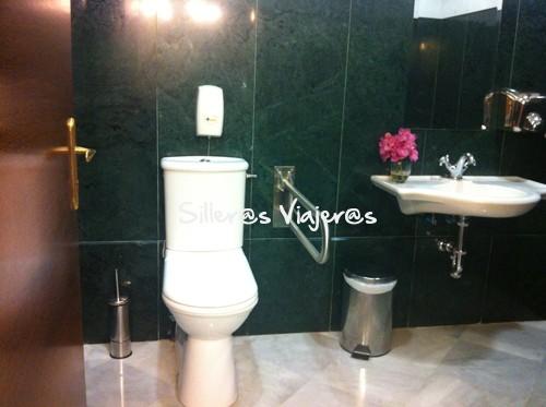 Baño adaptado en el restaurante Balneario de La Hermida