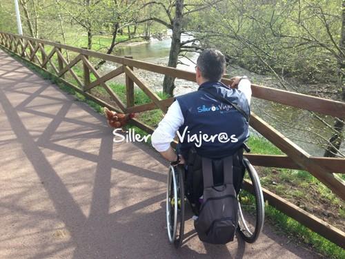 Paseando en silla de ruedas por la Vía Verde del Pas