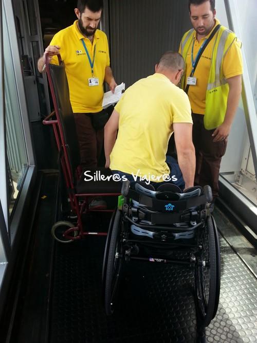 Transferencia a silla más pequeña en el avión