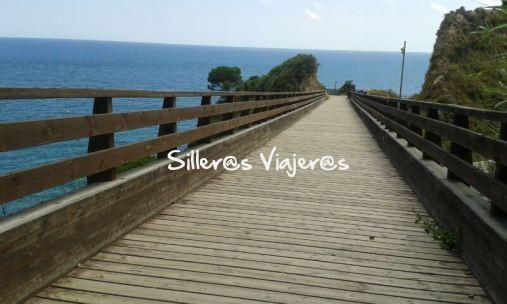 Puente accesible en el mar