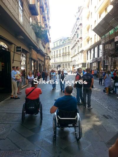 Por las calles bien accesibles de Nápoles
