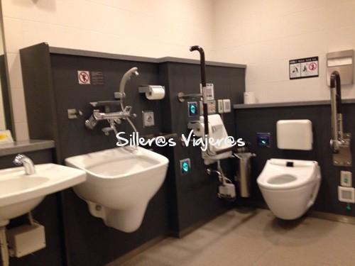 Baño adaptado del aeropuerto de Tokio