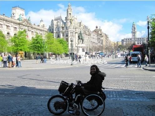 Avenida dos Aliados. Al fondo el Ayuntamiento de Oporto