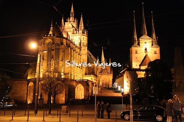 Catedral de St. Mary's iluminada