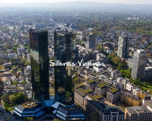 Vista de Frankfurt de negocios