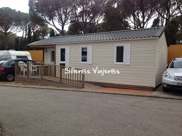 Bungalow del camping Illa Mateua, entrada accesible
