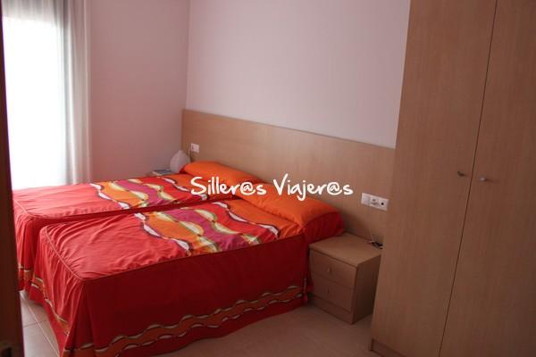 Habitación doble en el apartamento Apartamentos Las Carolinas en San Carles de la Rápita.