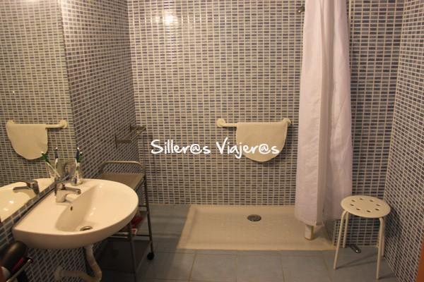 Baño adaptado del apartamento.