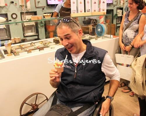 Comiendo un helado de delicatessen