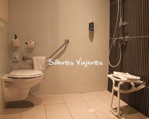 Baño adaptado de hotel adaptado en Perpignan