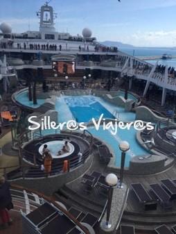 Piscinas en crucero adaptado por el Mediterraneo