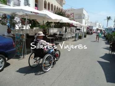 Paseando con mi silla de ruedas por Las Negras en Cabo de Gata