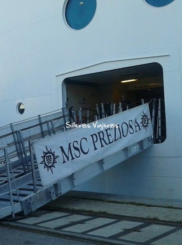 pasarela de acceso al Crucero