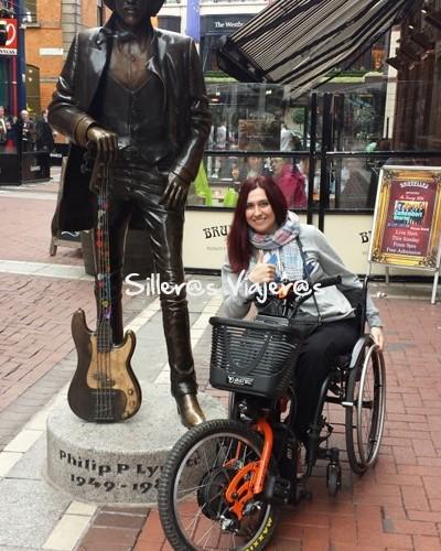 phil pynnott, su guitarra y mi silla de ruedas