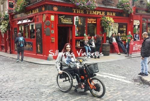 temple bar de Dublin en silla de ruedas