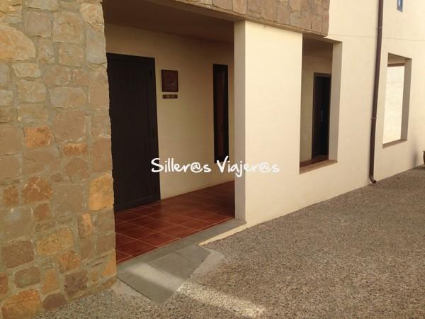 Acceso a la habitación adaptada en el Vilar rural de Cardona.