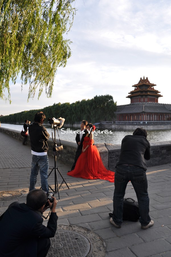 Fotografiando fotógrafo a una pareja con vistas de la Muralla.