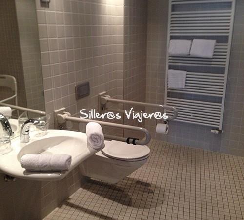 Baño adaptado en habitación adaptada en Berlin