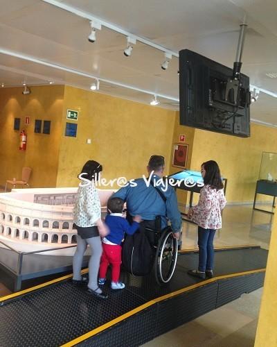 Interior museo romano de Caesaraugusta accesible para personas con discapacidad