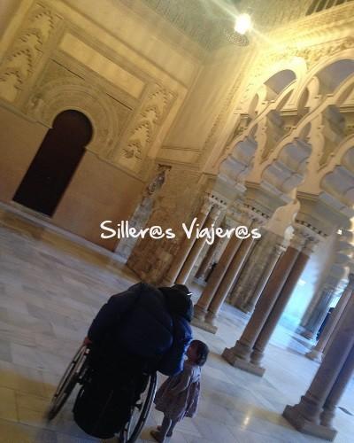 Interior del Palacio de la Aljafería accesible para silla de ruedas