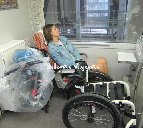 En tren con mi silla de ruedas