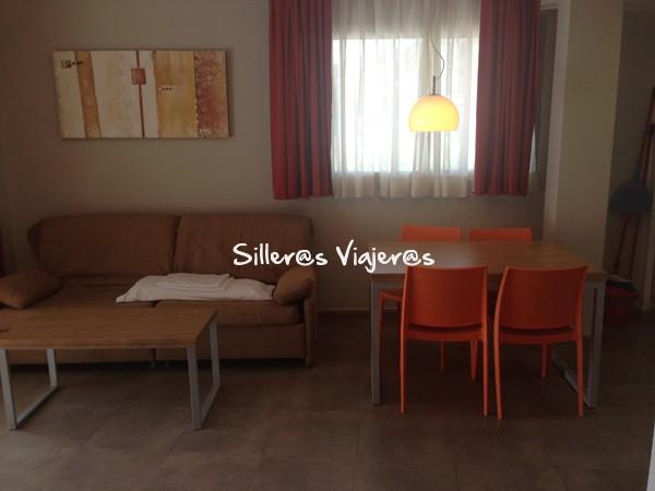 Sala de estar en los apartamentos Odissea Park