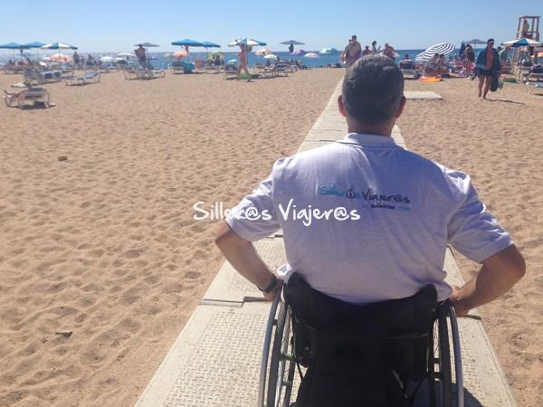 Zona accesible en la playa para silla de ruedas