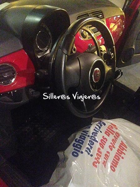 Sitio del piloto del coche adaptado de alquiler