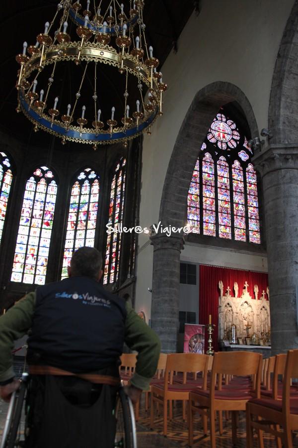Interior de la Iglesia de San Walburgakerk