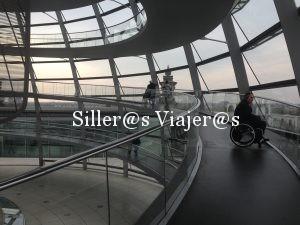 Rampa de acceso a la cúpula del Reichstag disfrutando de panorámicas de Berlín