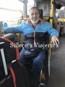 Viajando en autobús urbano con silla de ruedas