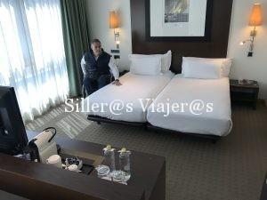 Dos camas individuales unidas