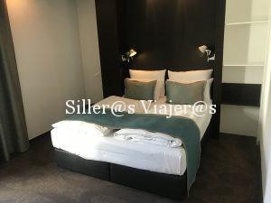 Habitación adaptada doble con dos camas individuales unidas
