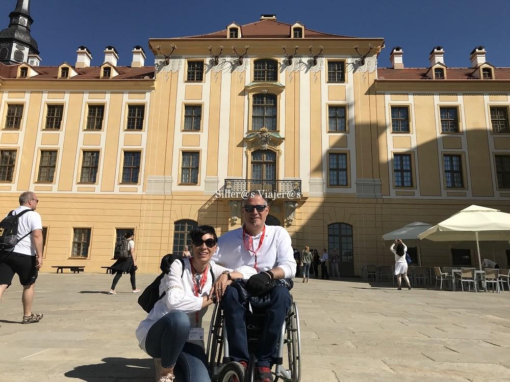 En la puerta del Palacio de Moritzburgo