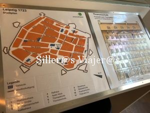 Planos del edificio en alto relieve y braille